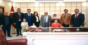Başkanlık Koltuğu Çocuklara Teslim Edildi