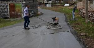 Siverek'te Beton Yol Çalışmaları Devam Ediyor