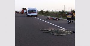 Urfa'da Motosikletle Otomobil Çarpıştı: 1 Ölü 1 Yaralı