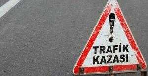 Urfa Diyarbakır Yolunda Otomobil ile Tır Çarptı