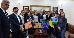 Vali Tuna Öğrencileri Makamında Ağırladı