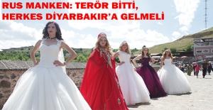 Rus Mankenler Diyarbakır'da Tarihi Mekanları Gezdi