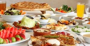 Sağlıklı İftar İçin Midenizi Yormadan Yiyin