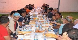 Siverek'te Yüzlerce Kişi Belediye Çadırında İftar Açtı