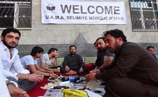 ABD'deki Müslümanlardan Suriyelilere iftar