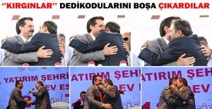 İki Bakanın Sıcak Diyaloğu Objektiflere Yansıdı