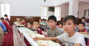 Özbek çocuklar Kur'an-ı Kerim öğreniyor