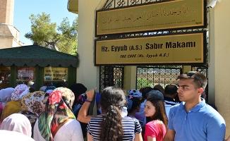 Urfa'daki Kutsal Mekanlarda Bayram Yoğunluğu