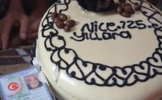 126 yaşında ilk kez doğum günü kutladı