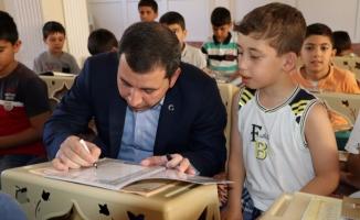 Başkan Baydilli Minik Öğrencilere Cüz Dağıttı