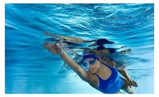 Havuza Girerken Göz Sağlığına Dikkat