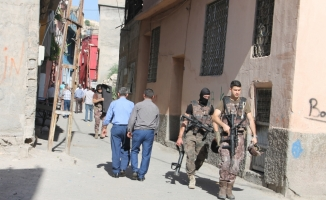 Siirt'te cinnet getiren kişi ailesini rehini aldı
