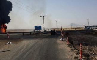 Yolcu otobüsüyle çarpışan tanker alev aldı: 1 ölü, 3 yaralı