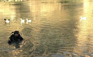 Nehre düşen çocuk kayboldu