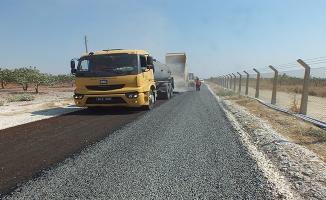 Birecik kırsalında asfalt çalışması sürüyor