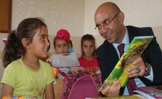 Bozova'da 10 bin öğrenciye kırtasiye yardımı