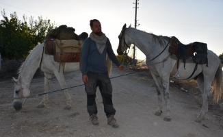 Polonya'dan Kudüs'e gitmek için 9 aydır at sırtında