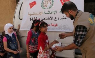 Türkiye'nin yardım eli bayramda 3 kıtaya uzandı
