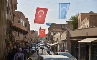 Mardin esnafından Türkmenlere bayraklı destek