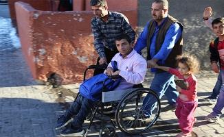 Şanlıurfa'da engelli öğrencinin servis sevinci