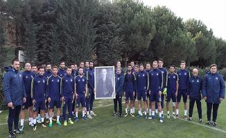 Fenerbahçeli futbolcular Atatürk'ü andı