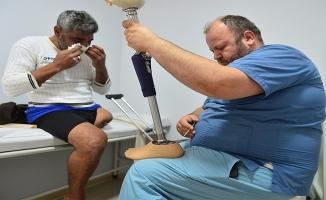 Suriyeli Ahmed'in protez bacak sevinci
