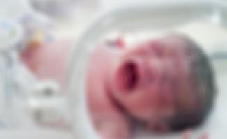 3 kilo doğan bebekten 1,3 kilo kitle çıkarıldı