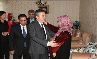 Bakan Yardımcısı Karabay, Urfa'da Şehit ailelerini ziyaret etti