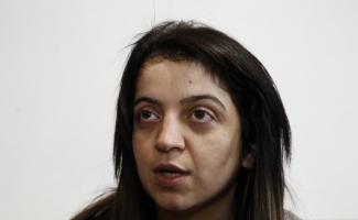 Bakan Kaya'dan iki kızı babaları tarafından öldürülen anneye ziyaret
