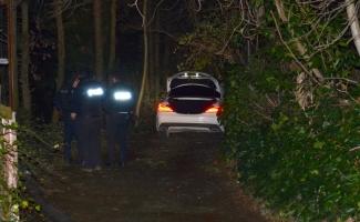 Çalıntı otomobille polisten kaçarken çıkmaz sokağa girdiler