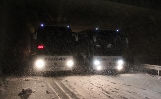 Erzincan-Sivas karayolunda ulaşıma kar ve tipi engeli