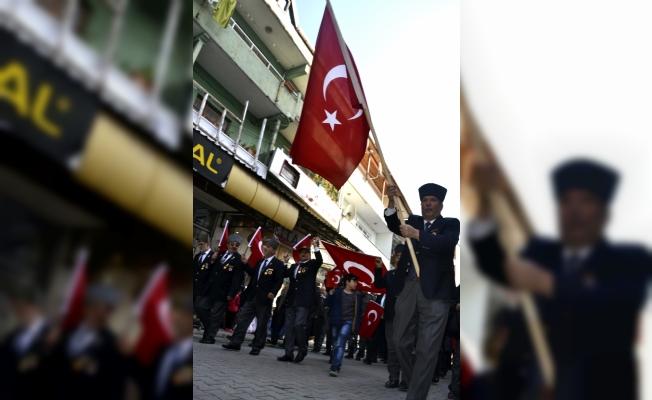 """Gazilerden """"Bayrak Yürüyüşü"""""""