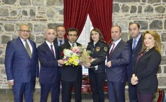 Gümrük çalışanları Vali Güzeloğlu'nu ziyaret etti