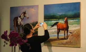 """İranlı ressamdan """"Özgürlük"""" sergisi"""
