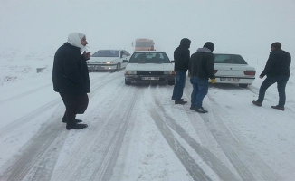 Viranşehir'de kar: 12 araç mahsur kaldı