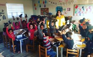 Viranşehir ve Ceylanpınar'daki öğrencilere kışlık bot desteği