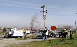 Elektrik panolarına pompalı tüfekle saldırdılar
