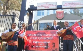 Erzurumlu aşıklardan gönüllü askerlik başvurusu