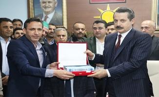 Faruk Çelik, AK Parti Akçakale teşkilatını ziyaret etti