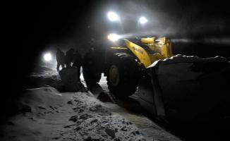 Kar yağışı ve tipide mahsur kalan 86 kişi kurtarıldı