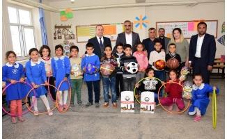 Başkan Bayık öğrencileri sevindirdi