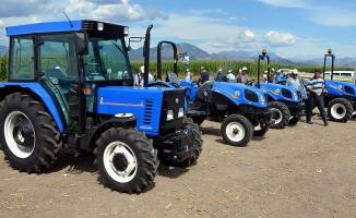 TürkTraktör ve New Holland Tarımsal Çkipmanları Çiftçilere Tanıtılıyor