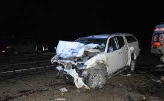 Ağrı'da kamyonet ile hafif ticari araç çarpıştı: 4 ölü, 3 yaralı