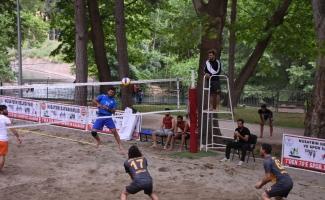 Denizi olmayan Nusaybin'de plaj voleybolu turnuvası
