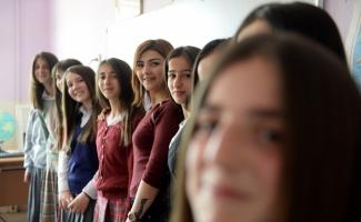 İlkokul öğrencilerine kuaför hizmeti