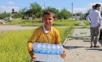 Samsat'taki depremzedelere su yardımı yapıldı