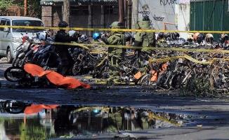 Endonezya'da 3 kiliseye bombalı saldırı: 9 ölü, 40 yaralı
