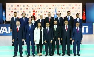 Erdoğan AK Partili adaylarla fotoğraf çektirdi