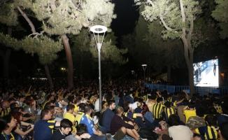 Fenerbahçeliler, finali meydanlarda izledi