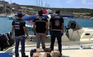"""İzmir'de uyuşturucu teknesine """"film"""" gibi operasyon"""